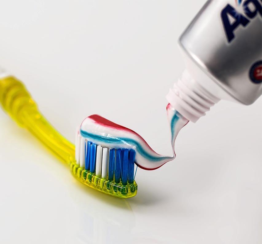 Fogkefe és fogkrém